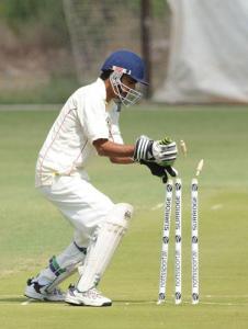 Sheraz speelt cricket